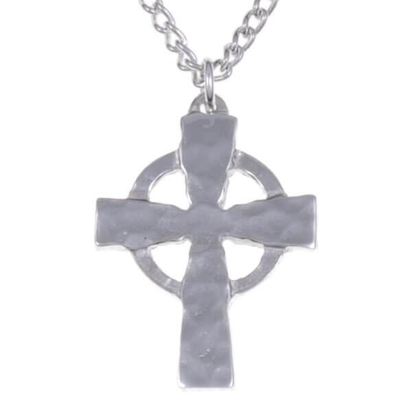 st justin, Materiaal : Tin (pewter), Hoogte, 27mm Breedte, 19mm, lengte ketting, 45cm Keltische cirkel geslagen Kruis geleverd in een luxe geschenkdoosje