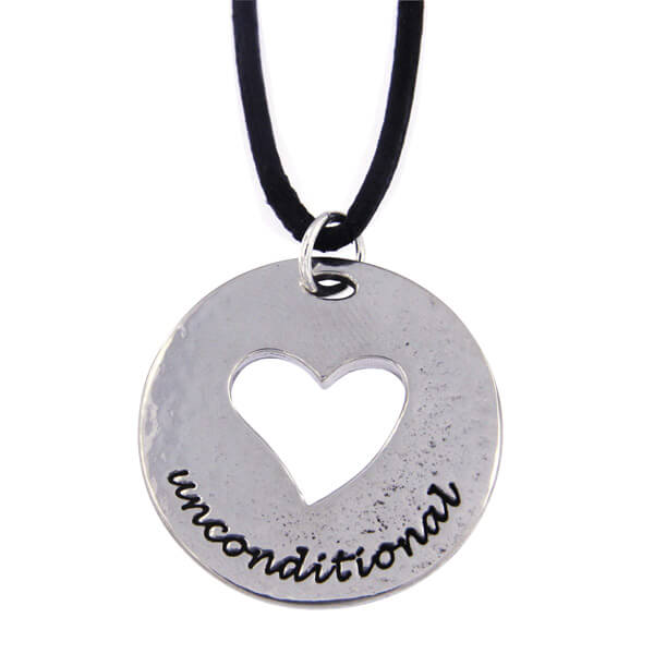 Hanger Unconditional love heart met leren veter.