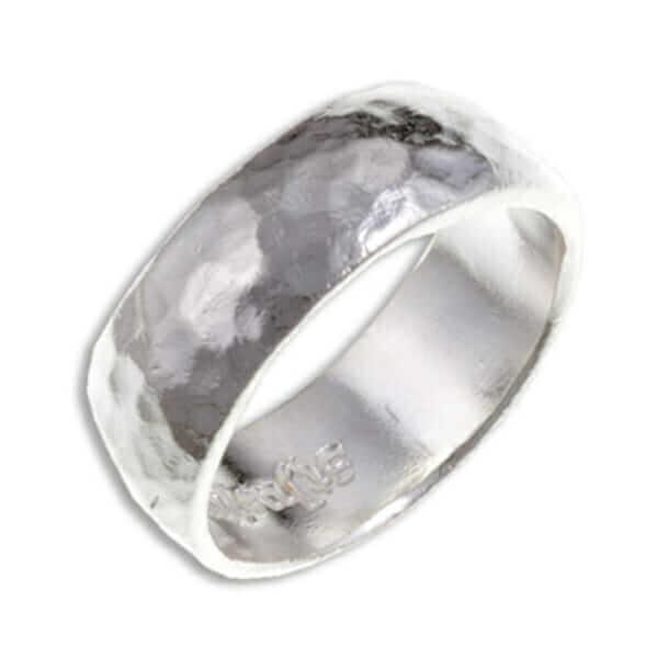 Gehamerd zilveren ring